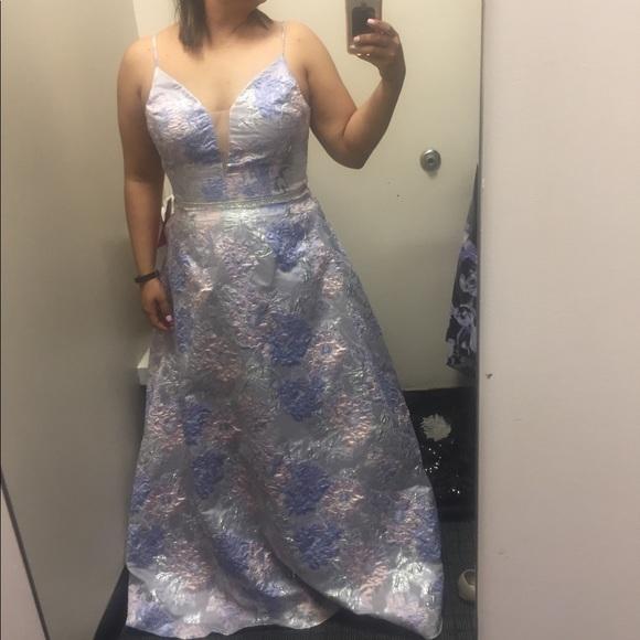 Cachet Dresses & Skirts - Formal Dress